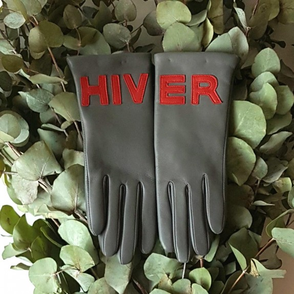 "Leather gloves of lamb grey and red lining cashmere ""HIVER""."