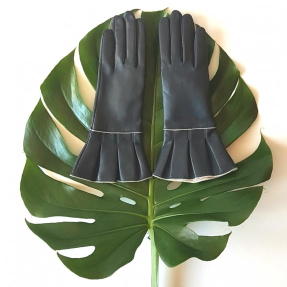 "Leather gloves of lam navy, gold ""YVETTE""."