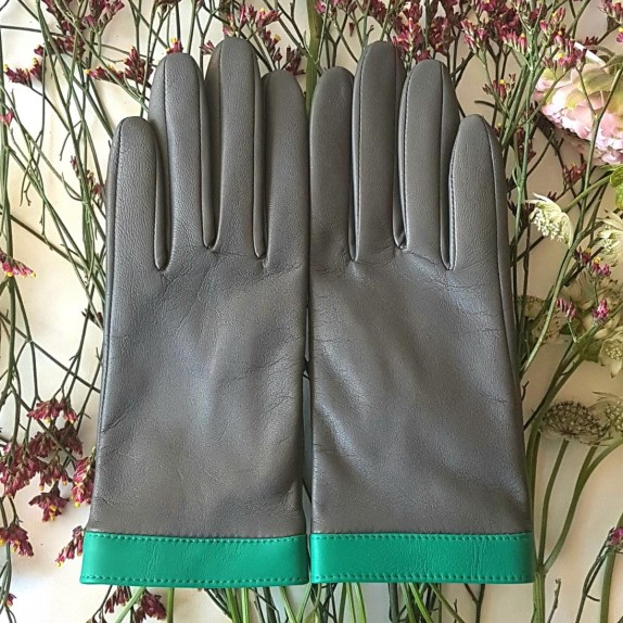 "Leather gloves  of lamb charcoal, green ""TIPPI""."