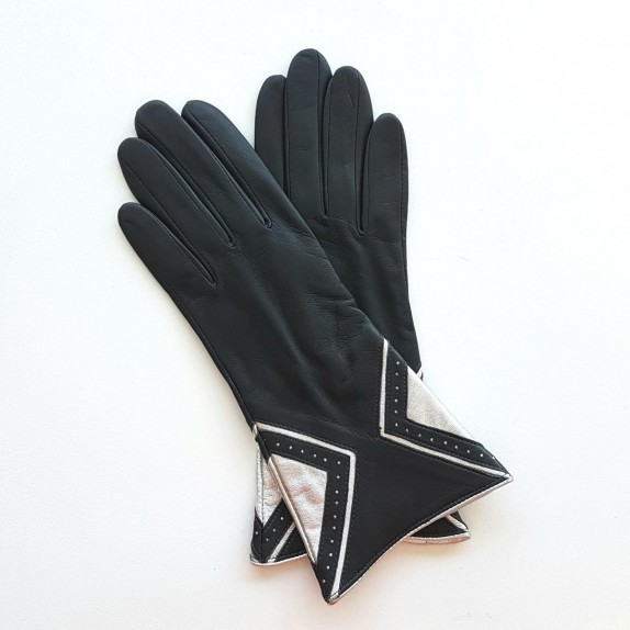 "Leather gloves of lamb grey and silver "" ISOCELE ""."