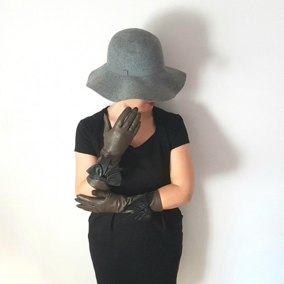 "Leather gloves of lamb khaki and black ""ALICE"""