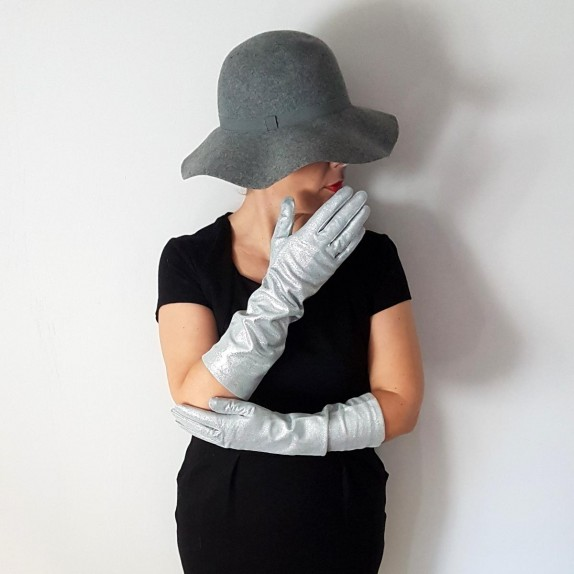 "Leather gloves of lamb silver ""DISCO""."