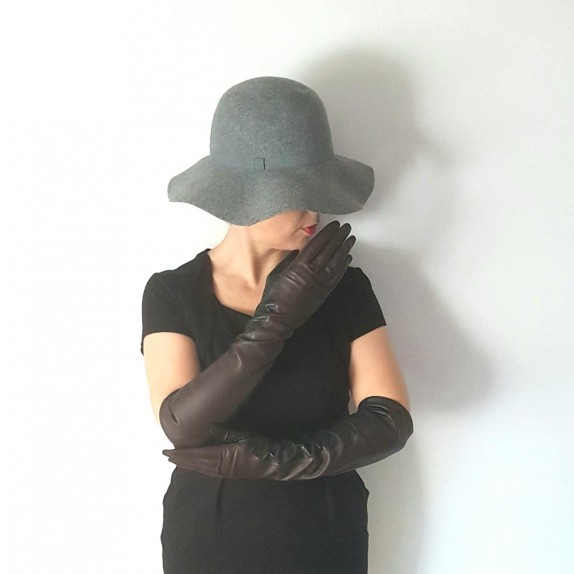 "Leather gloves of lamb black and brown ""DIANA""."