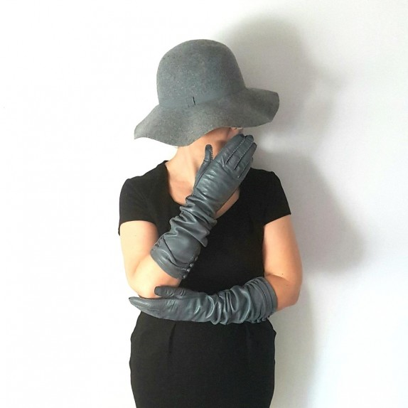 "Leather gloves of lamb grey ""MARGARET""."