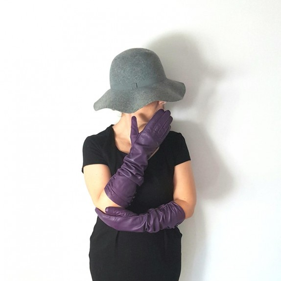 "Leather gloves of lamb amethyst ""MARGARET""."