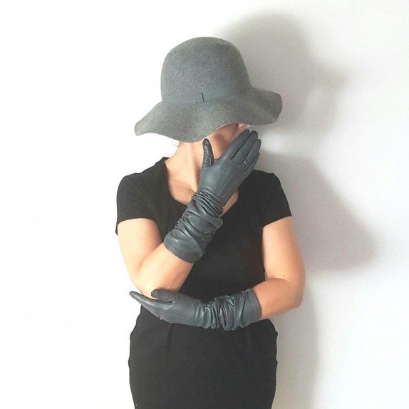"Leather gloves of lamb grey ""ELISABETH""."