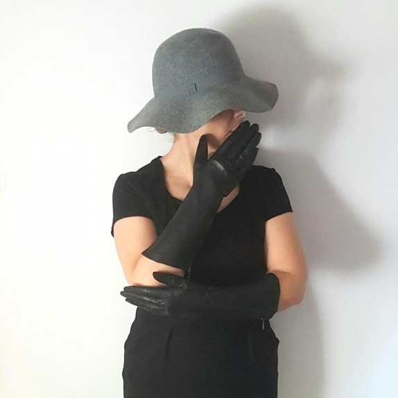 "Leather gloves of lamb black ""PIA"""