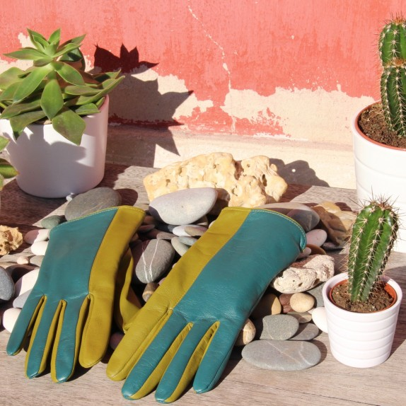 "Leather gloves of lamb green and luciole color ""BIFACE"""