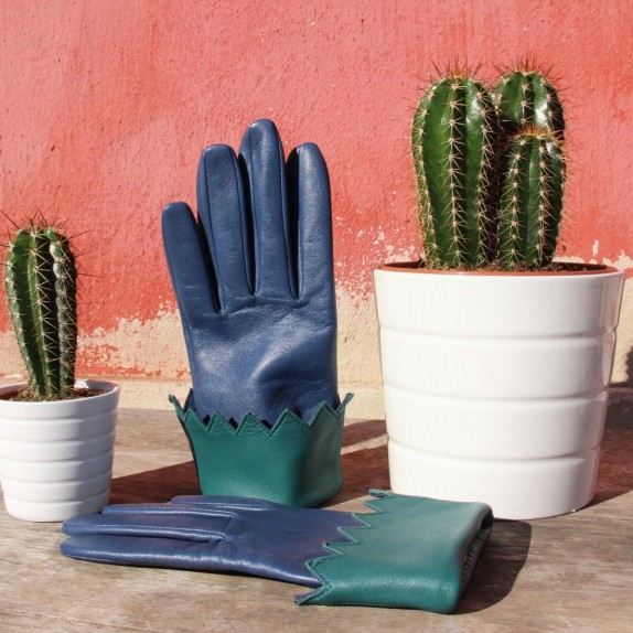 "Leather gloves of lamb blue and green ""MONTAGNE""."